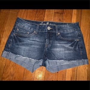 Wallflower size 7 junior blue jean shorts
